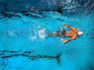 Beneficios de la natación para la escoliosis